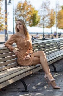 Színes gumis derekán megkötős ruha - őz barna