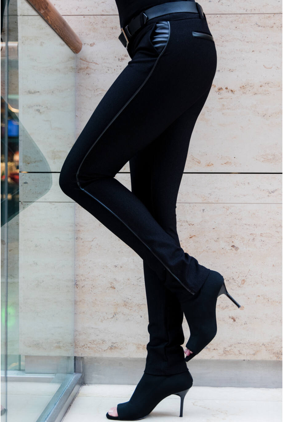 Tűpöttyös bőrpaszpolos nadrág - ROXANA